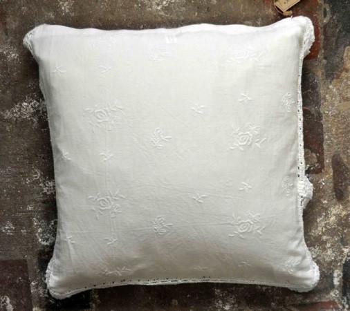 Artefina Kissenbezug Weiß mit gesticktem Rosenmuster